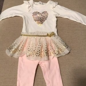 NWOT two Piece Baby Girl Outfit Set